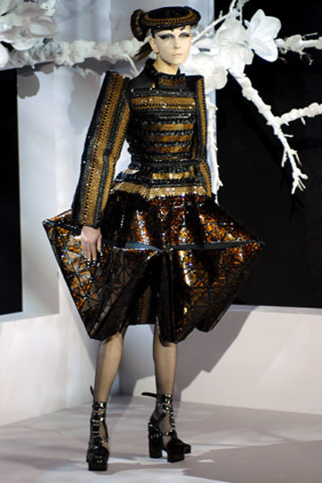 Black_lacquer_dress
