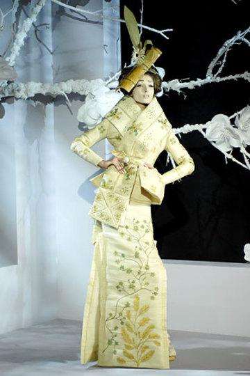 Pale_yellow_flower_dress