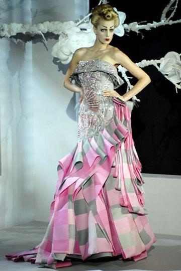 Pink_fan_dress_2